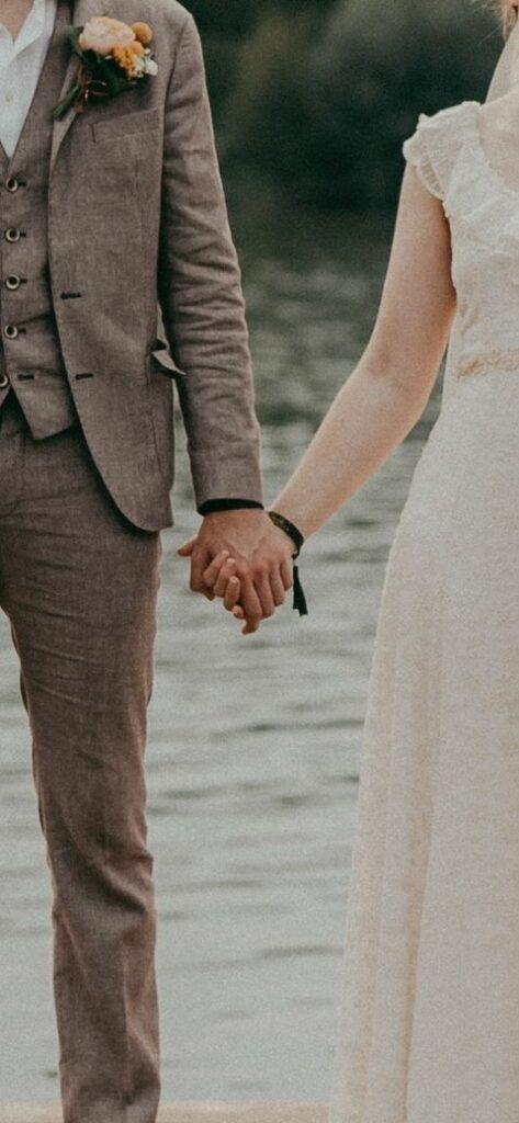 Mariage de festival avec propres bracelets